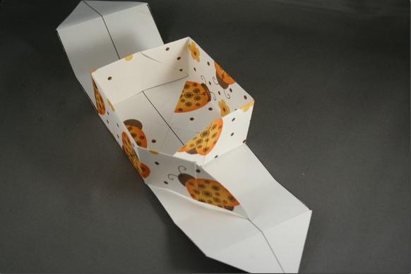 1469616209_korbka-iz-bumagi-1-sposob-9 Как сделать коробку из бумаги своими руками, с крышкой, оригами, без клея