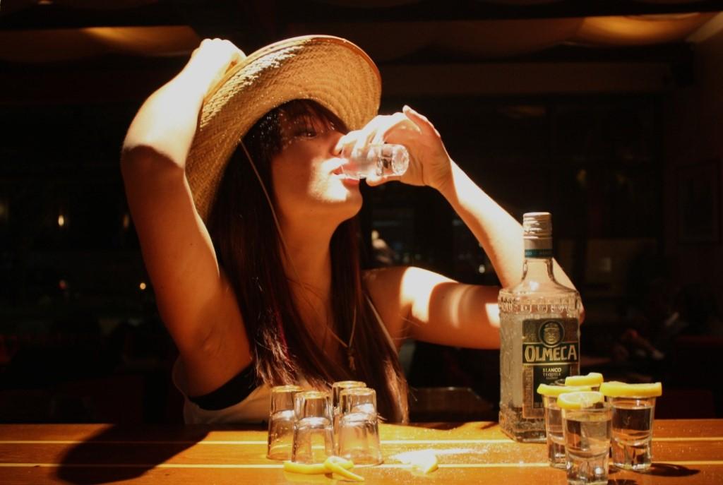 devushka-napilas-viski-foto-porno-huy-v-sperme