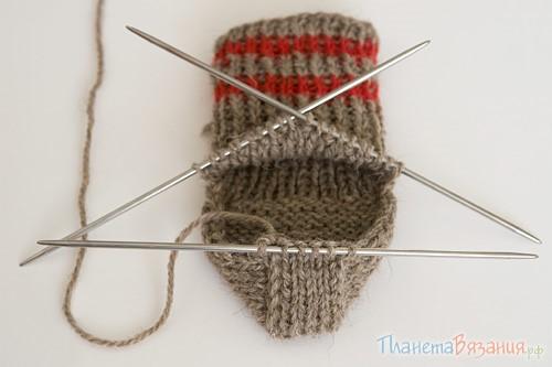 1482828464_vazaniye-noskov-4 Как вязать носки спицами для начинающих: пятью и двумя спицами с видео.