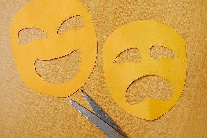 1527089445_prostaya-maska-iz-bumagi-4 Как сделать маску из бумаги своими руками. Маски на голову из бумаги — шаблоны, схемы. Как сделать объемную маску из бумаги