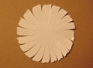 1529590193_romashki-iz-bumagi-10 Ромашки из гофрированной бумаги своими руками. Мастер-класс с пошаговыми фото