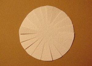 1529590209_romashki-iz-bumagi-9 Ромашки из гофрированной бумаги своими руками. Мастер-класс с пошаговыми фото